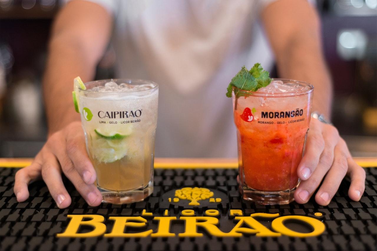 bartender service/apple vodka cocktails