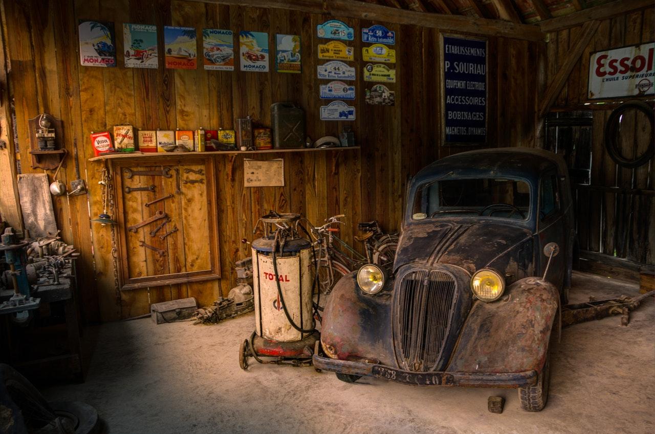 a disorganised garage
