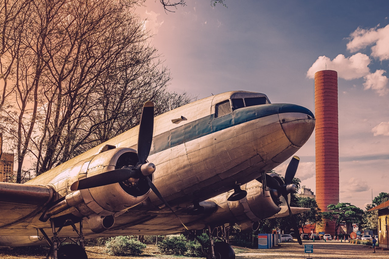 an old airplane